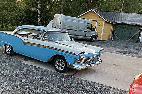 ford fairlane ht