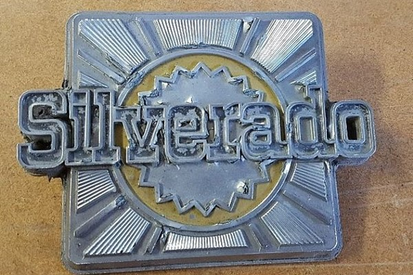 Original Chevrolet C10 Pick-up Silverado 70-tal emblem